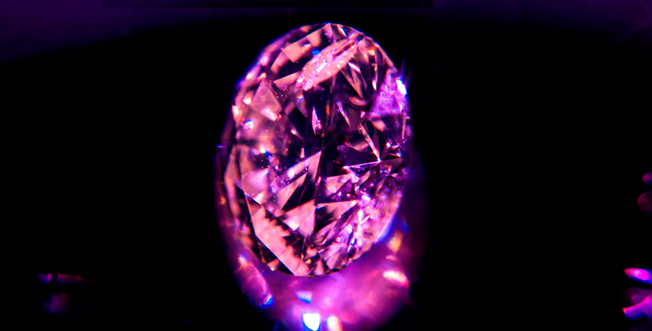 PINK DIAMOND - Unbeatable beautiful and fascinating ff fancy pink purple round modified brilliant. pink farbener Brilliant als Investment.